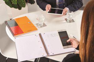 Image d'illustration du groupe Hamelin montrant un cahier ouvert et un smartphone